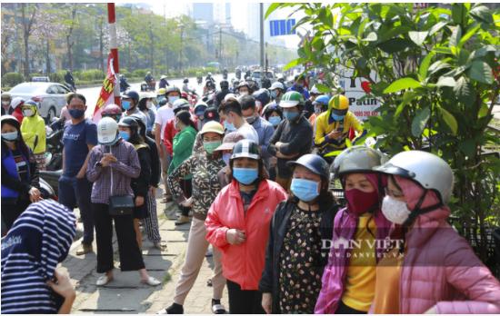 Người Hà Nội đội nắng hàng giờ đồng hồ chờ mua nông sản Hải Dương