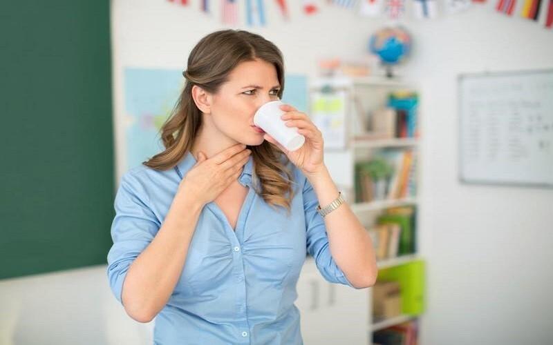 đau họng nên làm gì
