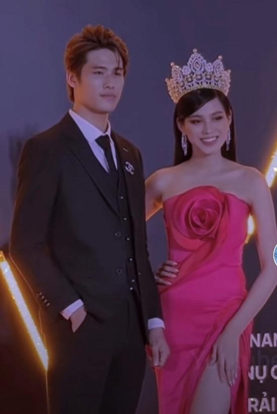 Hoa hậu Đỗ Thị Hà phủ nhận 'chảnh' khi từ chối đồng nghiệp nam ôm eo chụp ảnh
