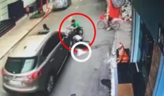 Ô tô mất lái tông kinh hoàng vào 3 đứa trẻ đi xe đạp, khung cảnh hỗn loạn tại hiện trường gây ám ảnh