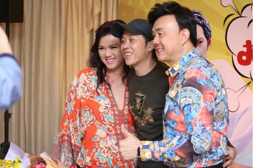 Tiền phúng điếu cố NS Chí Tài gần 2 tỷ được bàn giao cho Hoài Linh làm từ thiện