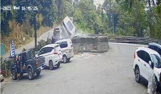 Ô tô gặp nạn kinh hoàng trên đèo Bảo Lộc, bé 7 tuổi tử vong