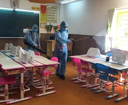 Trường học ở TP HCM trang bị phòng khử khuẩn đón học sinh trở lại