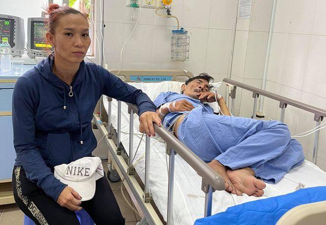 Vừa tỉnh lại, nghệ sĩ Thương Tín đã đòi về vì sợ tốn tiền