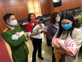 Giải cứu 4 trẻ sơ sinh trước khi bị bán sang Trung Quốc