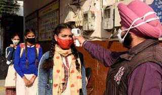 Tỷ lệ nhiễm Covid-19 ở Ấn Độ đột ngột giảm tới 90%. Điều kỳ diệu gì đang xảy ra?
