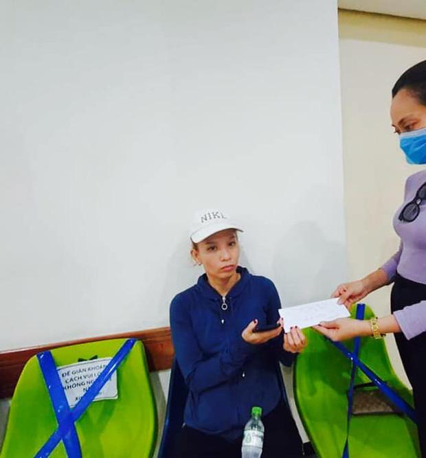 Trịnh Kim Chi cùng các nghệ sĩ Việt quyên góp ủng hộ nghệ sĩ Thương Tín