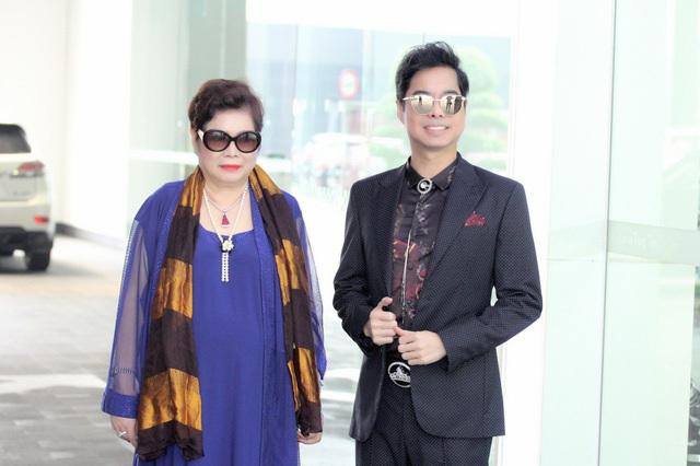 'Ông hoàng nhạc sến' Ngọc Sơn chi gần 45 tỉ để chữa bệnh cho mẹ
