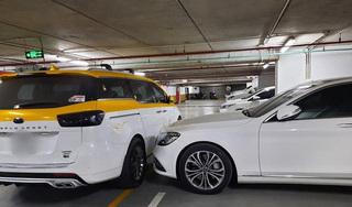 Đỗ xe ngang trái, chủ Mercedes tiền tỷ