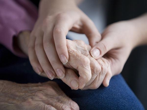 Giây phút nào bạn nhận ra cha mẹ đã già?