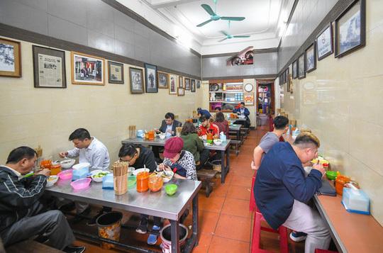 Mở cửa quán ăn, cà phê tại Hà Nội từ 0 giờ ngày 2/3