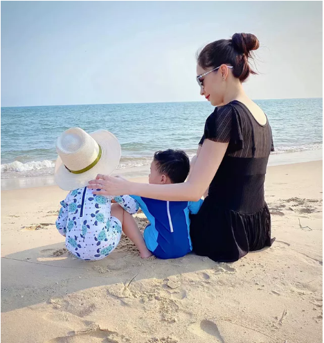 Chồng doanh nhân tiết lộ khoảnh khắc đẹp của Đặng Thu Thảo bên hai con