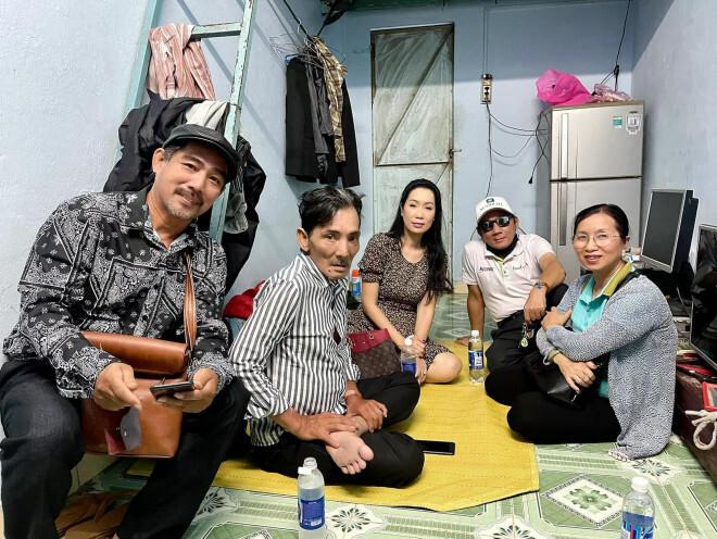 Nghệ sĩ Thương Tín sống trong phòng trọ 20m2, làm đủ nghề để mưu sinh