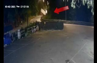 Va chạm với ô tô tải trên đèo Bảo Lộc, xe container lao xuống vực sâu