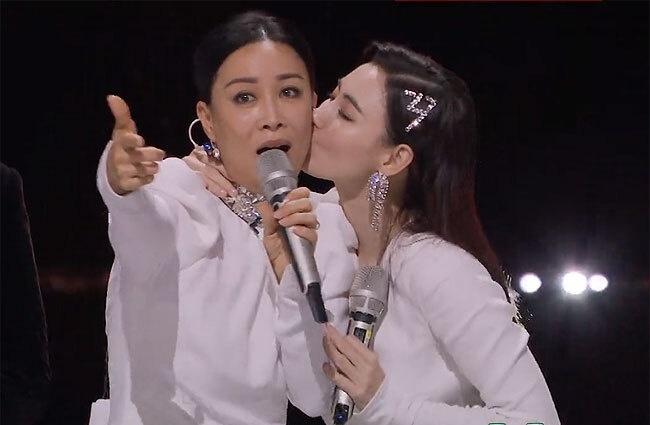 Hoa hậu Hoàn vũ Trung Quốc nhập viện vì mặc váy bó sát