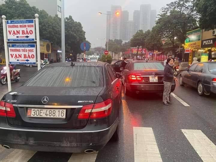 Vụ hai ô tô Mercedes Benz cùng biển số, một chủ phương tiện chưa xuất trình được giấy tờ