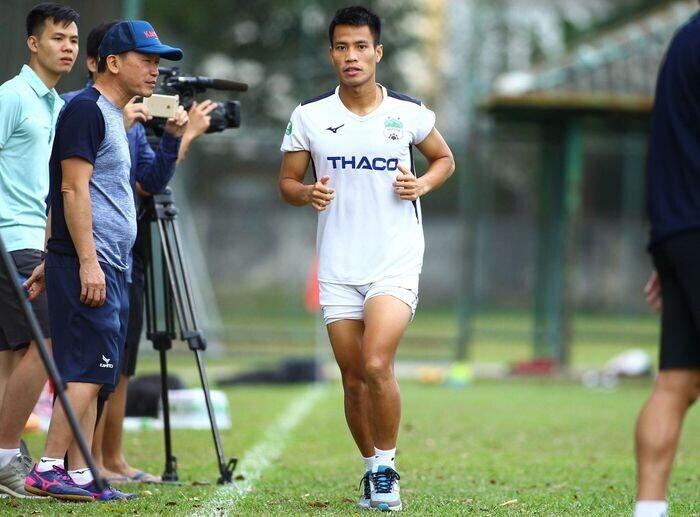 Lê Văn Sơn vắng mặt hết lượt đi V.League vì sai sót