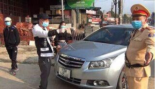 Livestream hơn 1 giờ lăng mạ CSGT, tài xế bị phạt hơn 40 triệu đồng