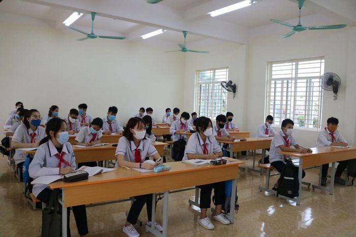 Ngày 8/3, học sinh Hải Phòng trở lại trường học