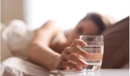 Ngộ độc nước nguy hiểm không, uống bao nhiêu nước mỗi ngày là đủ?