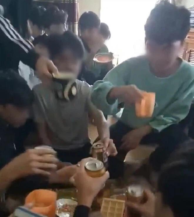 Cô giáo uống bia với học sinh ở Thanh Hóa