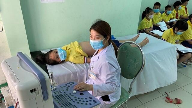Hàng chục học sinh bị cấp cứu do đau bụng tiêu chảy