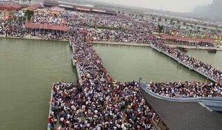 5 vạn người chen chân đi lễ: Đại diện chùa Tam Chúc nói gì?