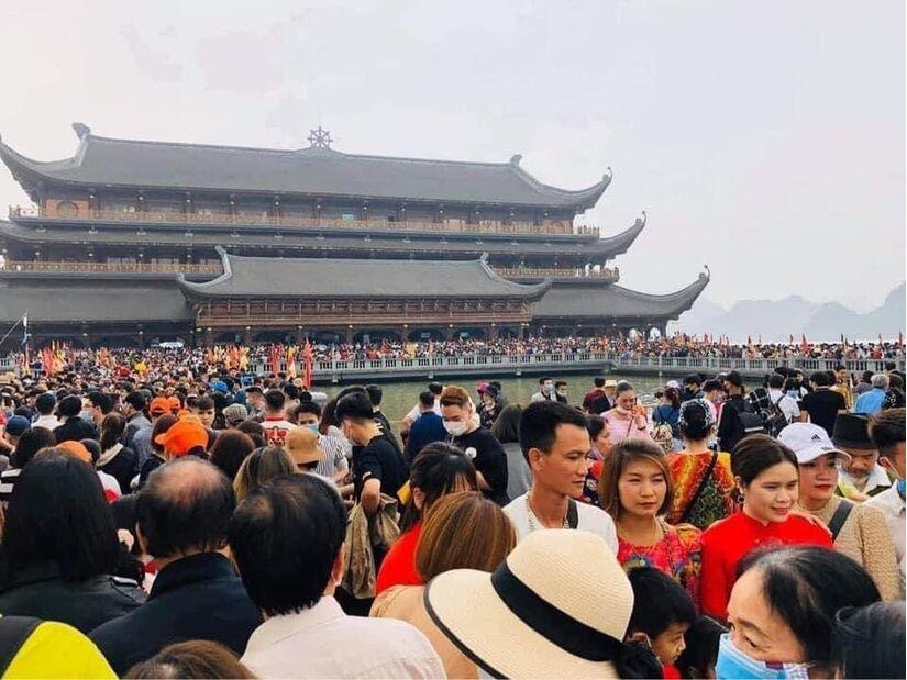 5 vạn người chen chân đi lễ, đại diện chùa Tam Chúc nói gì