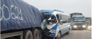 Vụ xe khách đâm xe đầu kéo: Xe chở đoàn người thân trong gia đình đi lễ chùa