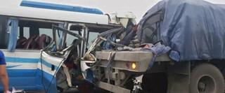 Nghệ An: Xe khách đâm vào đuôi xe đầu kéo, 16 người thương vong