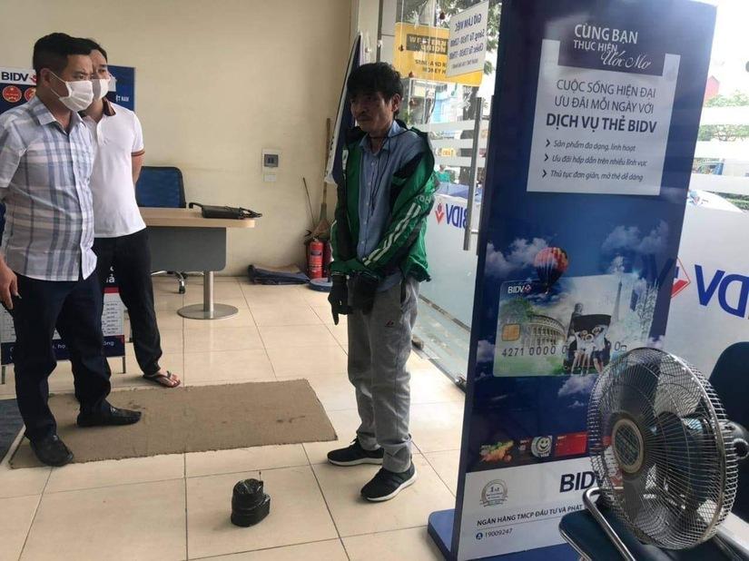 Diễn biến mới vụ dùng bật lửa đi cướp ngân hàng ở Hà Nội