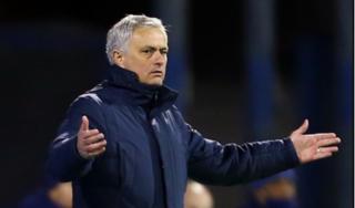 Tottenham bị loại sốc, tỷ lệ cược sa thải Mourinho tăng chóng mặt