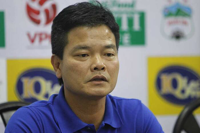 HLV Nam Định trách trọng tài sau trận thua đau Viettel trên sân nhà