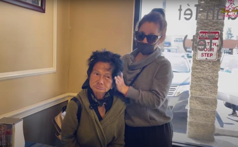 Ca sĩ Kim Ngân chịu gỡ tóc rối, gội đầu… sau mấy chục năm sống kiếp ăn xin ở Mỹ