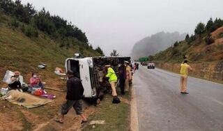 Xe khách 19 chỗ bị lật kinh hoàng, cô gái trẻ xấu số thiệt mạng