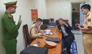 Hà Nội: Điều tra vụ lái xe nghi say xỉn chống đối CSGT