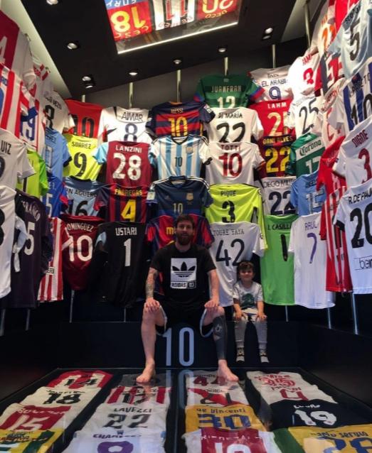 Ronaldo và Messi là 2 cầu thủ có giá trị thương mại lớn nhất thế giới