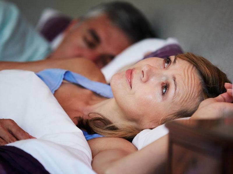bốc hỏa mất ngủ phụ nữ mãn kinh