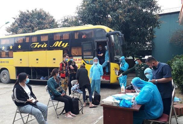 Bắt tài xế và chủ xe chở 53 người Trung Quốc nhập cảnh trái phép