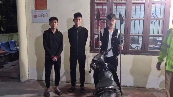 3 thanh niên mang dao phóng lợn đi giải quyết mâu thuẫn