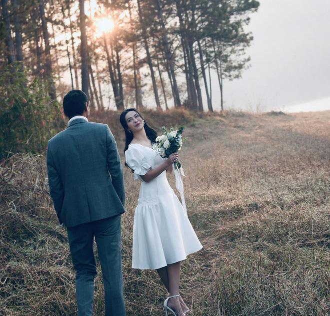 Nữ ca sĩ khoe khéo chồng trên trang cá nhân bằng hình ảnh hậu trường chụp ảnh cưới ở Đà Lạt