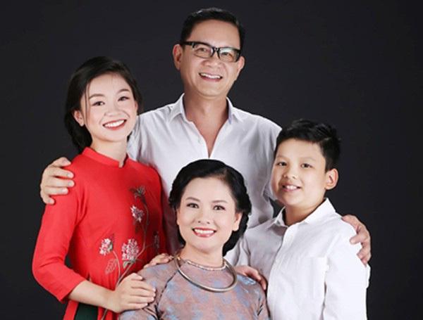 Gia đình viên mãn của NSND Thu Quế.