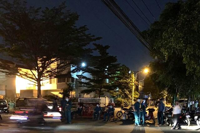 Phong tỏa khẩn cấp khu phố có người đàn ông Trung Quốc mắc Covid-19