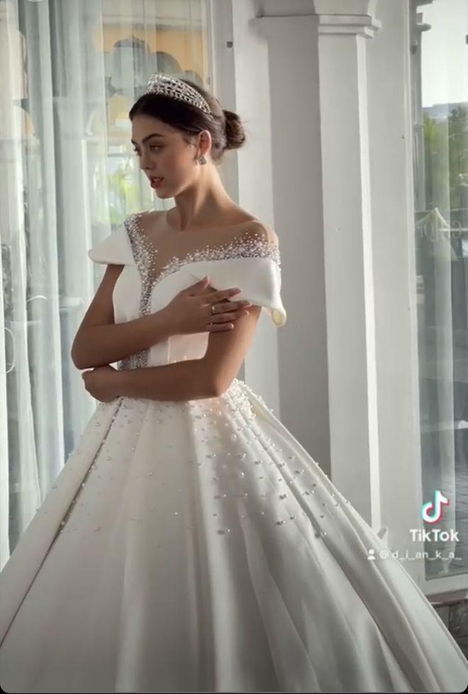 Bạn gái Bùi Tiến Dũng đăng ảnh mặc váy cưới