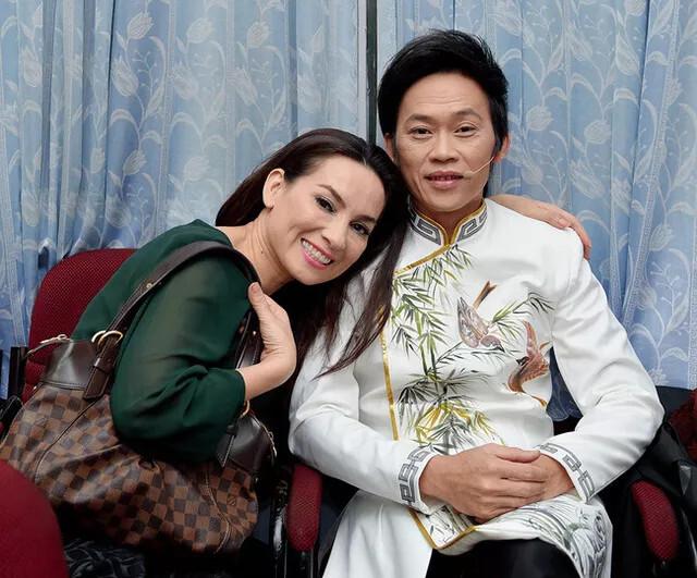 Ca sĩ Phi Nhung gây xôn xao MXH khi bất ngờ 'cầu hôn' nghệ sĩ Hoài Linh