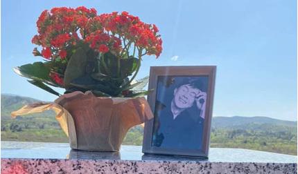 Ca sĩ Phương Loan hé lộ điểm thay đổi tại nơi an vị của NS Chí Tài ở Mỹ, đọc đến lời nhắn nhủ mà xót xa