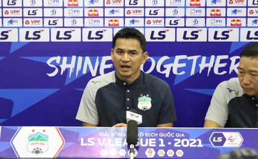 HLV Kiatisak bất ngờ ca ngợi Lee Nguyễn