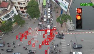 Thống kê tại một ngã tư ở Hà Nội: Chưa đầy 2 phút, 87 phương tiện vượt đèn đỏ