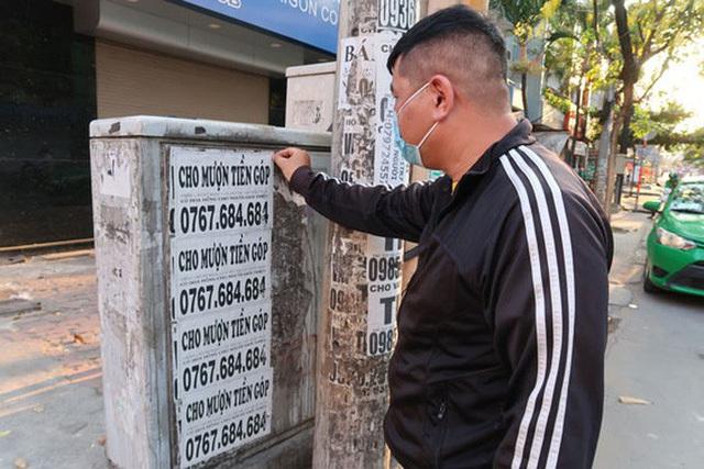 Phạt tiền đến 2 triệu đồng treo quảng cáo trên cột điện, cây xanh