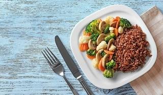 Cách làm salad gạo lứt giúp giảm cân hiệu quả